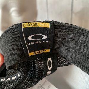 Oakley Accessories - Oakley Snap Back Hat